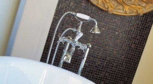 Doppio rubinetto con tubo flessibile e forma di telefono per vasca