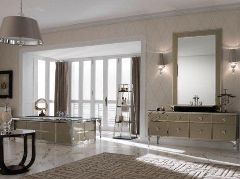 Bagno con vasca rettangolare, estanteria di vetro e mobile di cassetti con lavandino