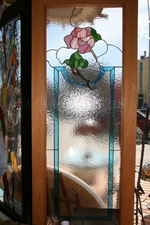 Vetri rilegata composta da vetri cattedrali, opalescenti e iridescenti san benedetto del tronto