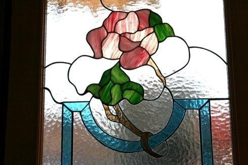 Particolare vetrata rilegata composta da vetri cattedrali, opalescenti e iridescenti san benedetto del tronto
