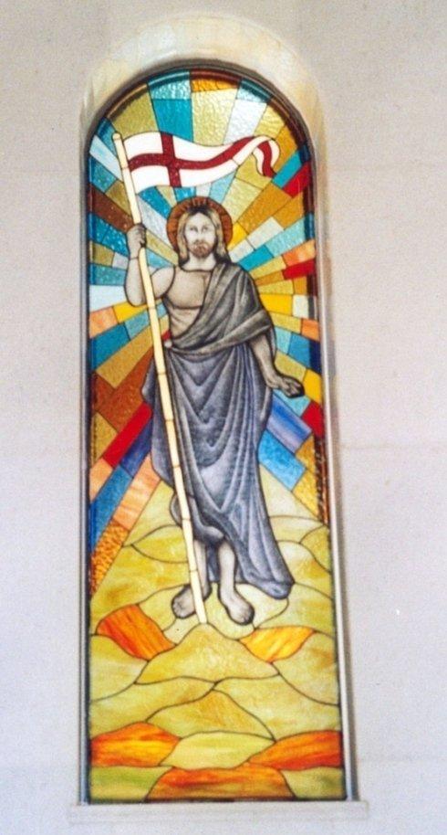vetrata a tema religioso con grisaglia cattedrali opalescenti iridescenti