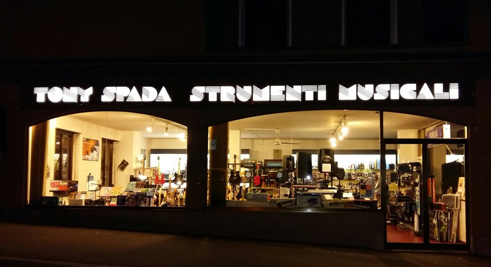 Esterno negozio strumenti musicali Tony Spada