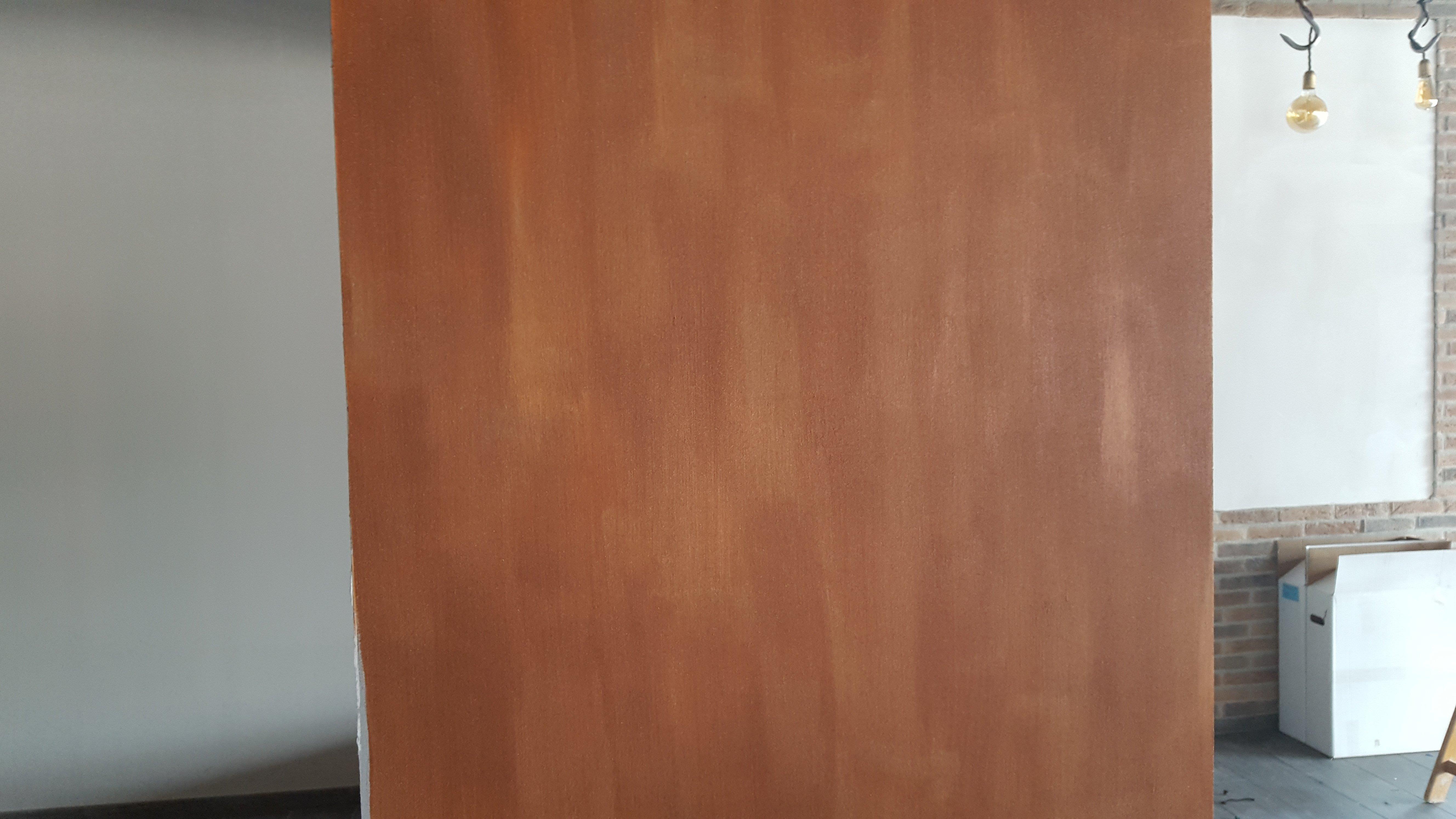parete tinteggiata di marroncino