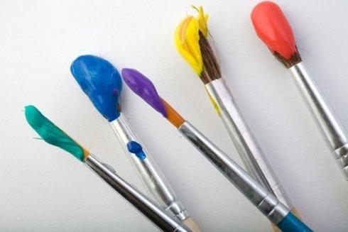 Pennelli e colori per belle arti