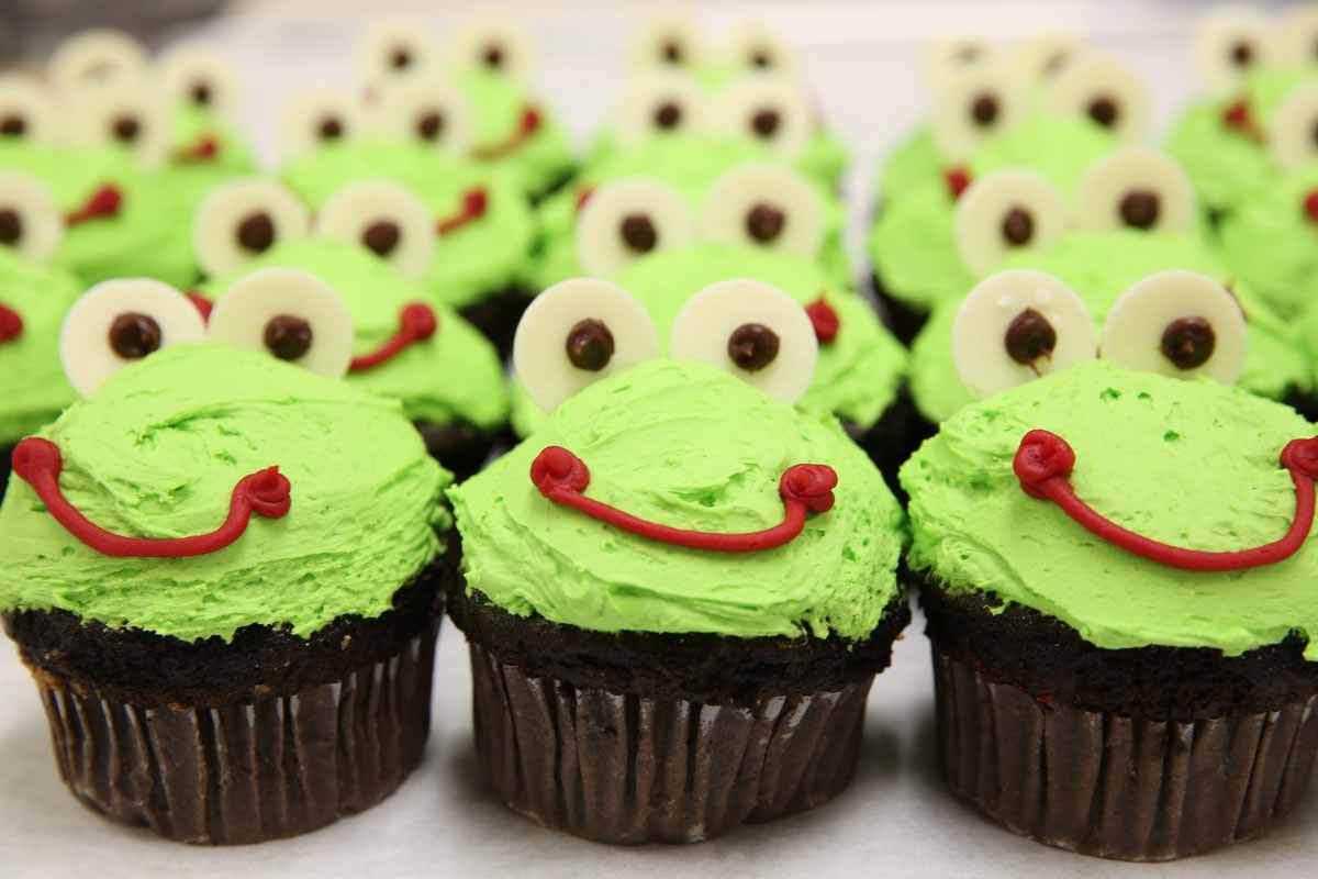 Clove Brook Frog Cupcakes