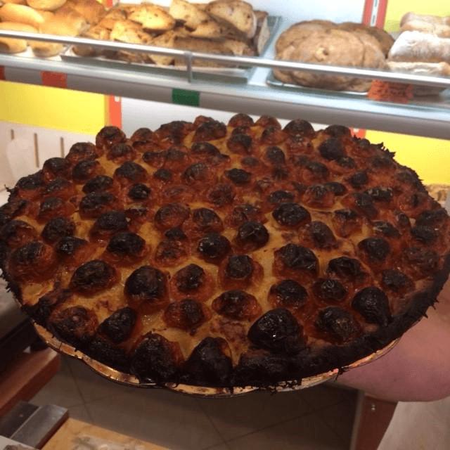 focaccia con pomodorini