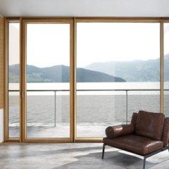 Porta finestra in legno e acciaio