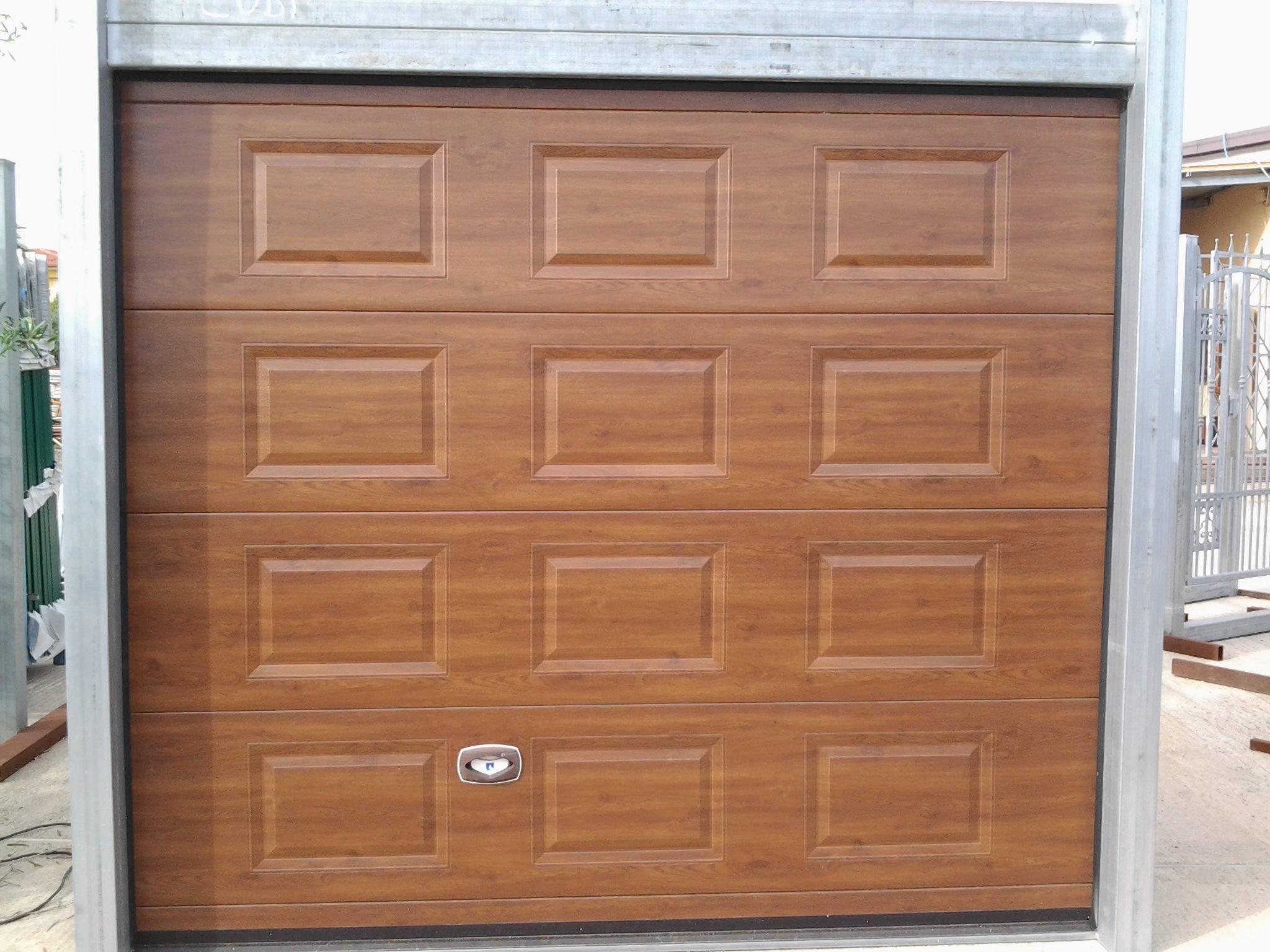 Porta d'ingresso di un garage