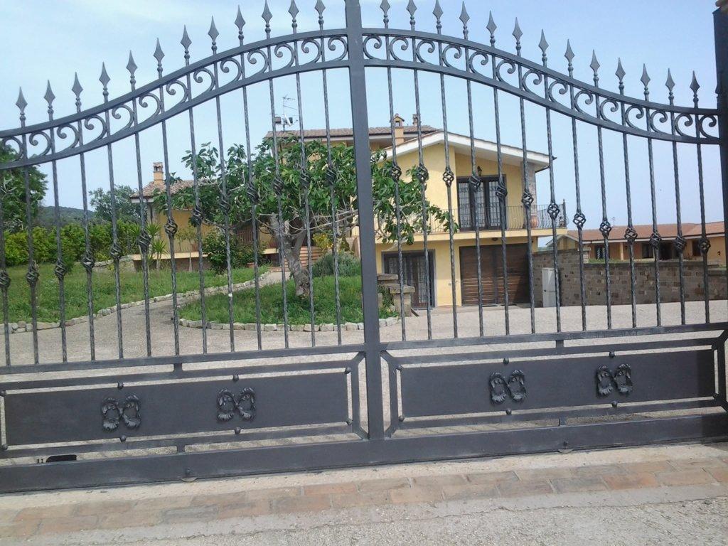 cancello di metallo