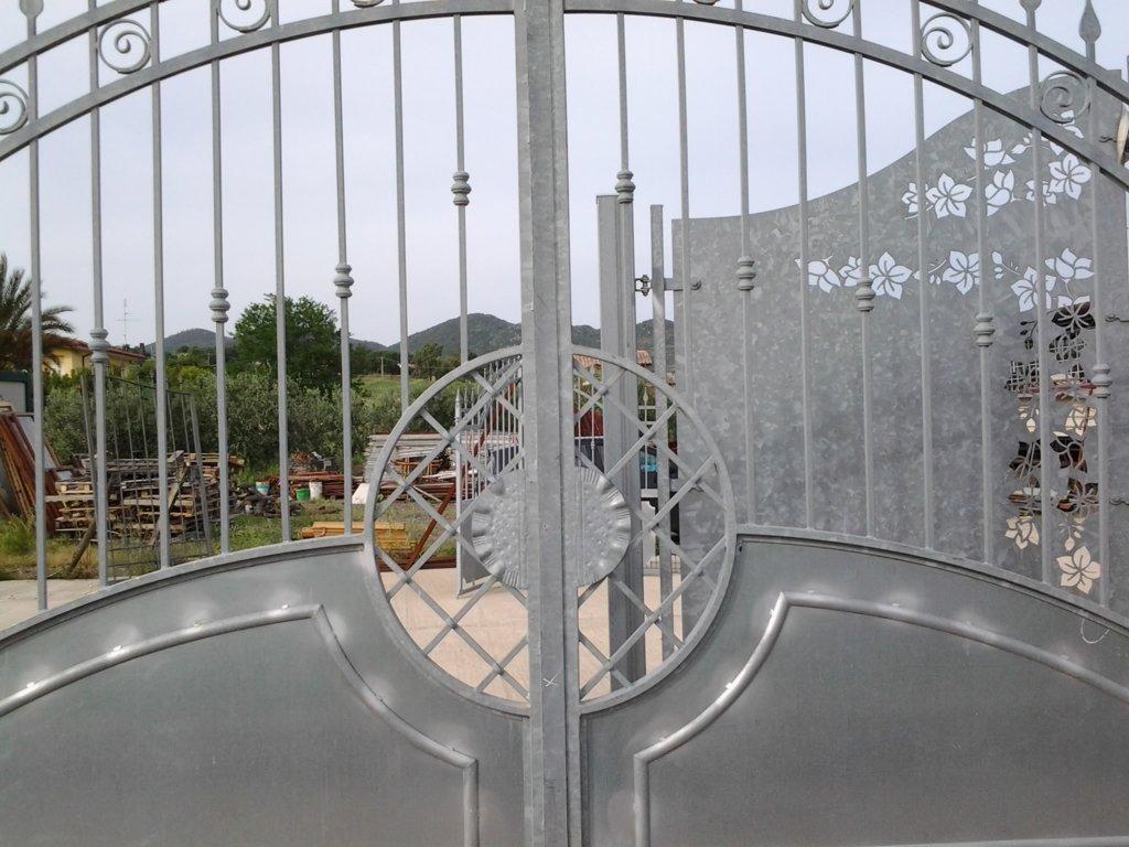 particolare cancello ferro battuto