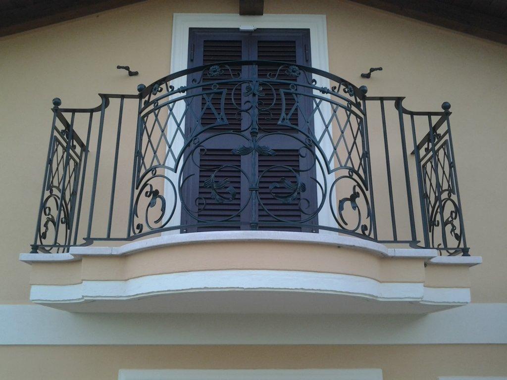 Ringhiera montata su balcone