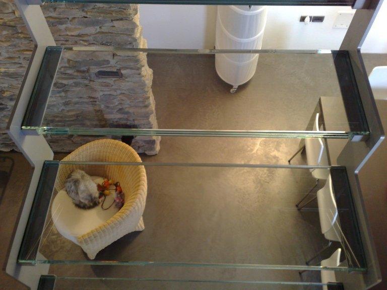 scale in vetro con vista dall`alto