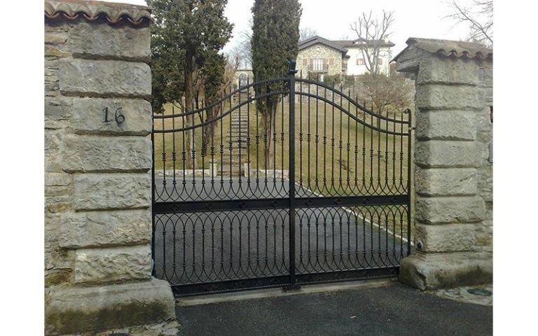 cancello a doppia anta