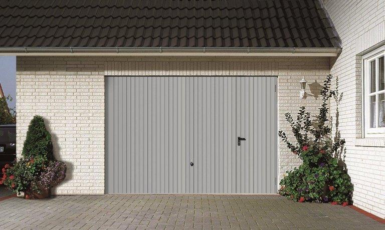 vista frontale di un garage
