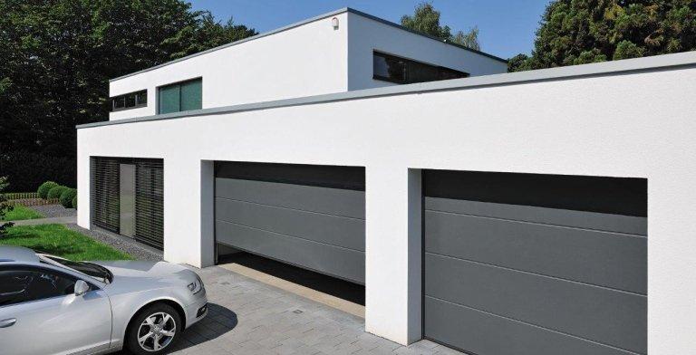 due entrate dello stesso garage