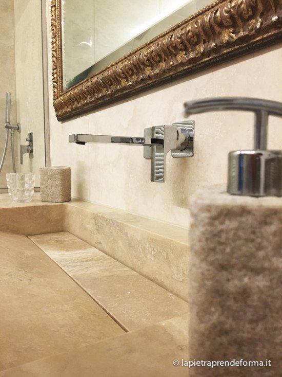 lavabo in marmo con rubinetto in acciaio