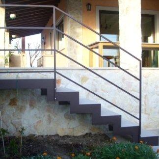 scala esterno  in acciaio e cemento