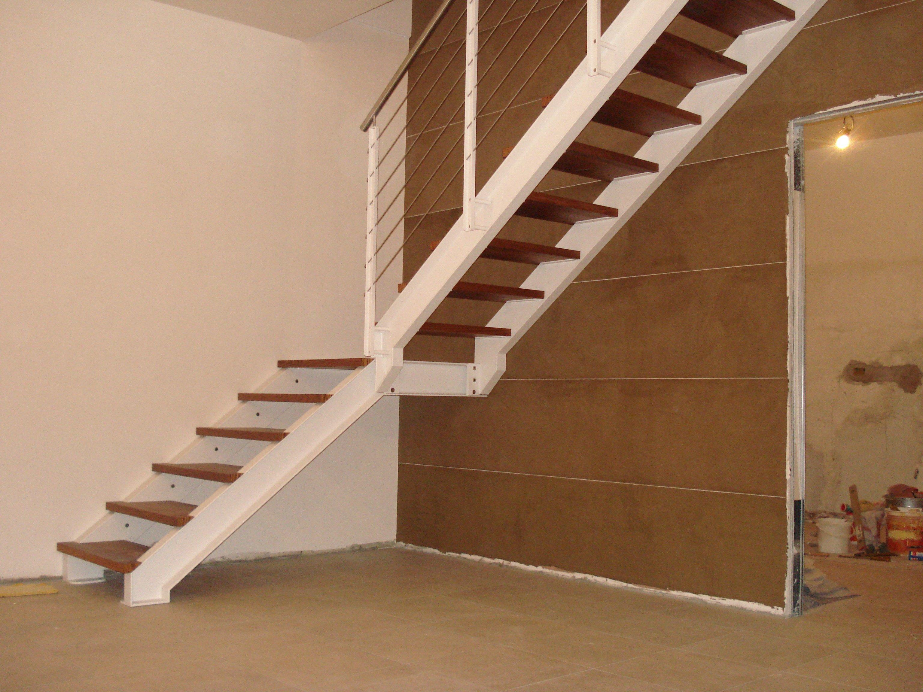 scala in legno con angolo