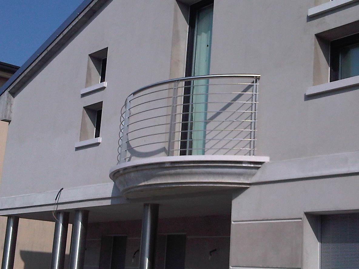 ringhiera balcone in metallo semicircolare