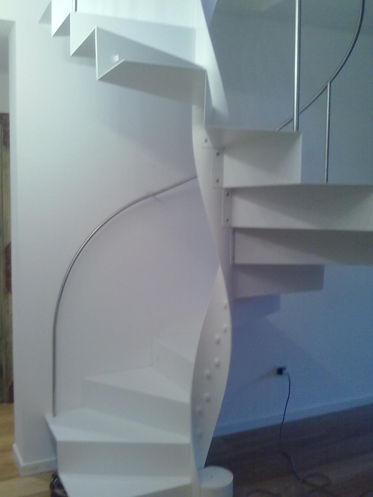 scala bianca a spirale