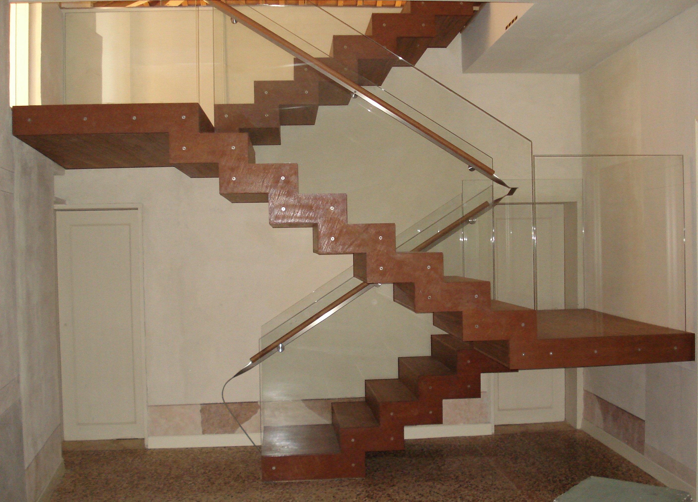sezione scala in legno