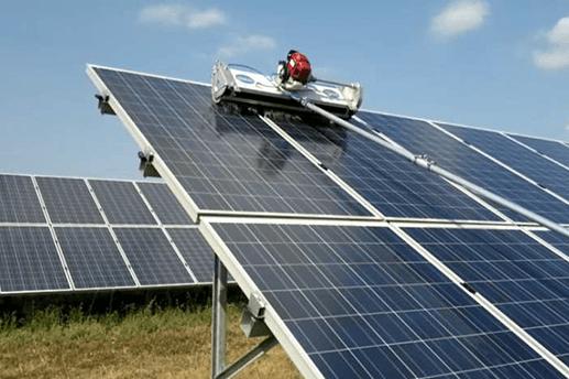 Pulizia fotovoltaico con motospazzola