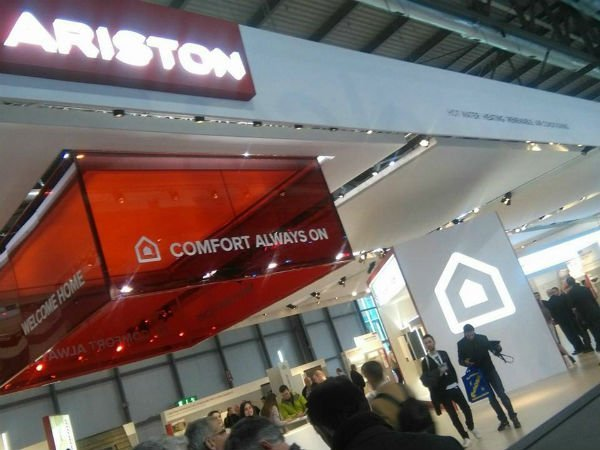 interno di una fiera è l'insegna Ariston