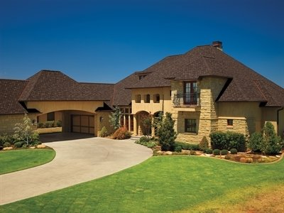 Full view of home with Camelot Lifetime Designer Shingles, installed by King Quality Construction