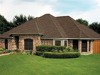 Photo of brick house with Timberline Ultra HD shingles, installed by King Quality Construction.