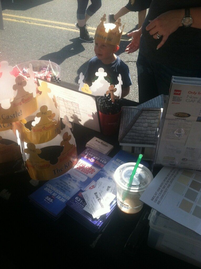 king quality construction gives out crowns at centereach street fair
