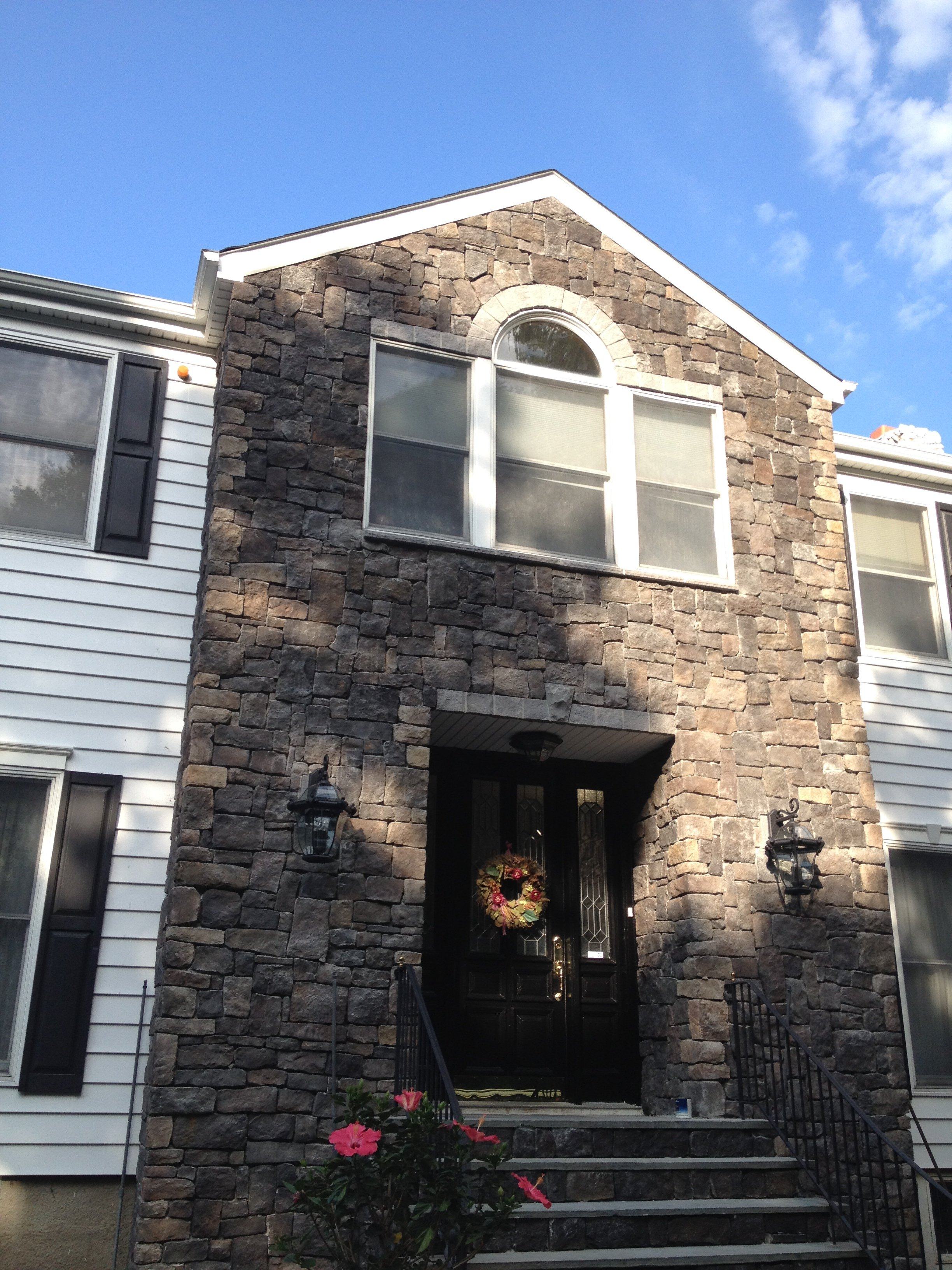 front of house with siding installed by King Quality Construction