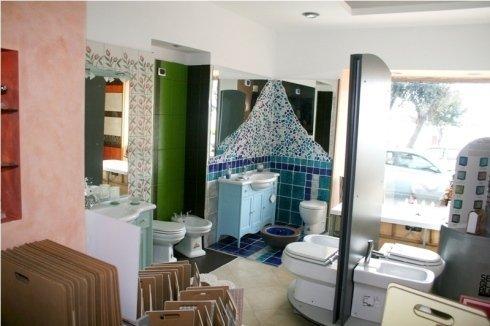 angolo espositivo di un bagno completo