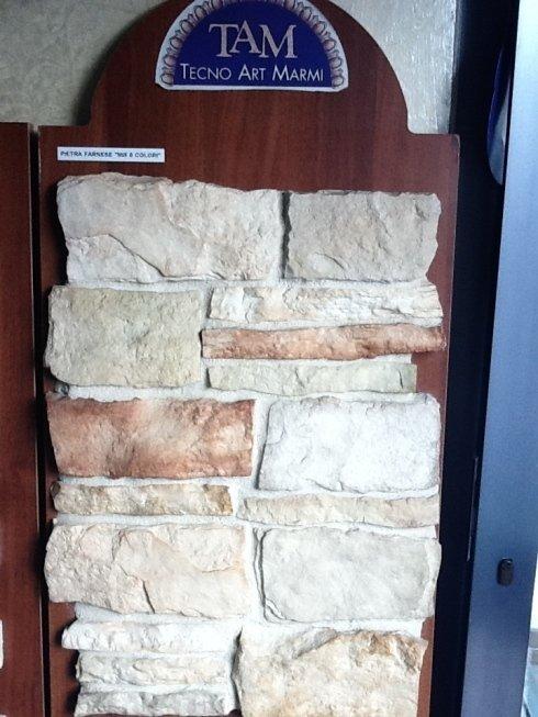 pannello espositivo di pavimento in pietra