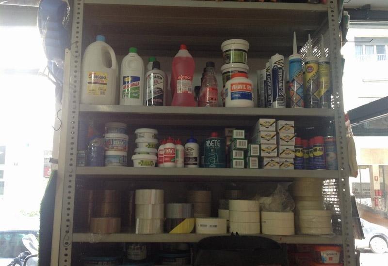 Colla, silicone e altri prodotti