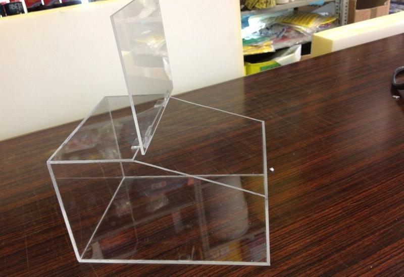 Urne in plexiglass