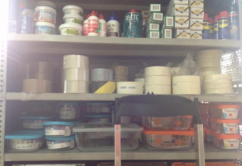 Nastro adesivo, colla e altri prodotti