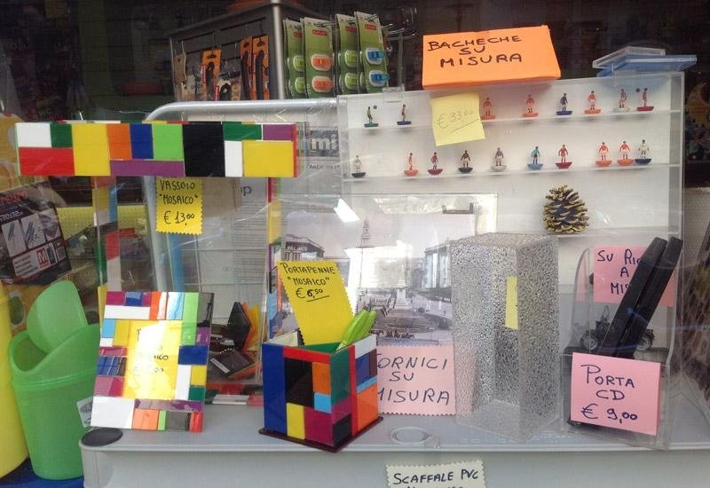 Bachece, cornici ed altri oggetti in plexiglass