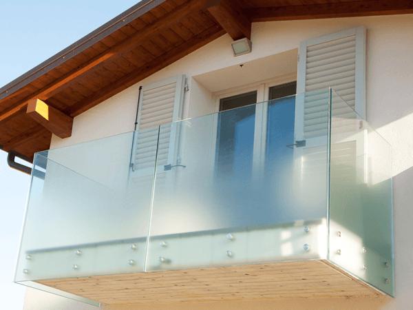 balcone casa vetro