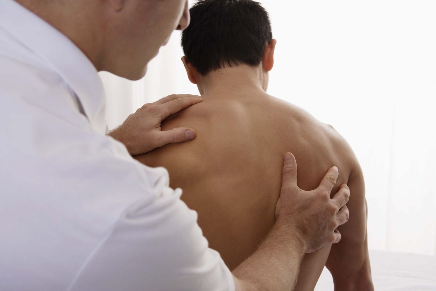 Chiropractor works on back or neck pain in North Pole, AK