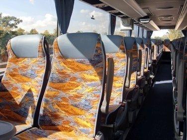 Sedili di un bus EVOBUS MERCEDES TURISMO RHD 15 DA 54 POSTI