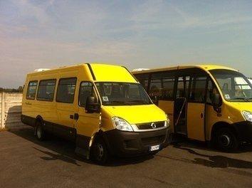 Due scuolabus