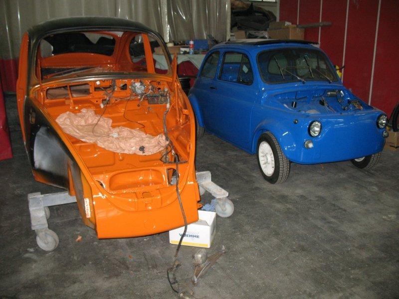 maggiolino blu e arancione