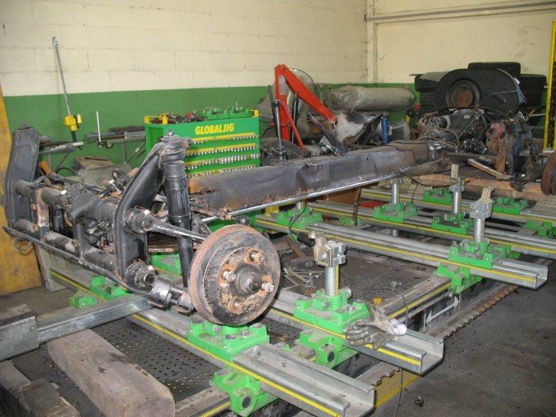 lavorazione di pezzi meccanici di un auto