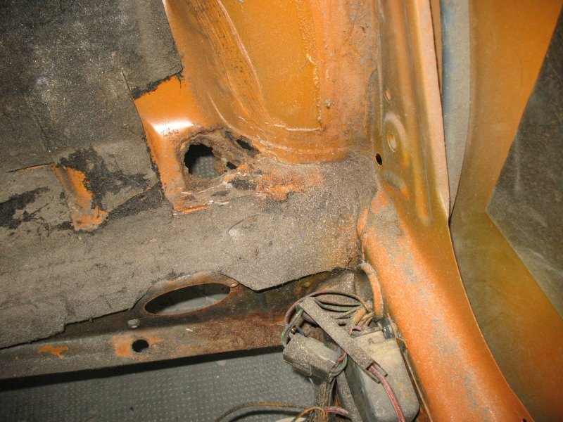 restauro della carrozzeria maggiolino rovinata