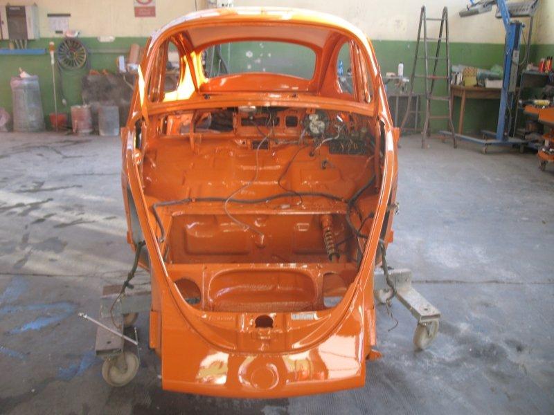 retro carrozzeria maggiolino arancione
