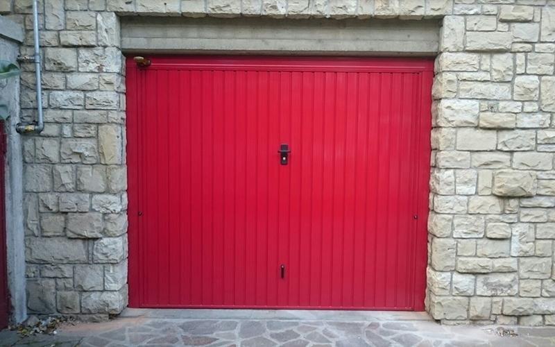Realizzazione porte e portoni colorati