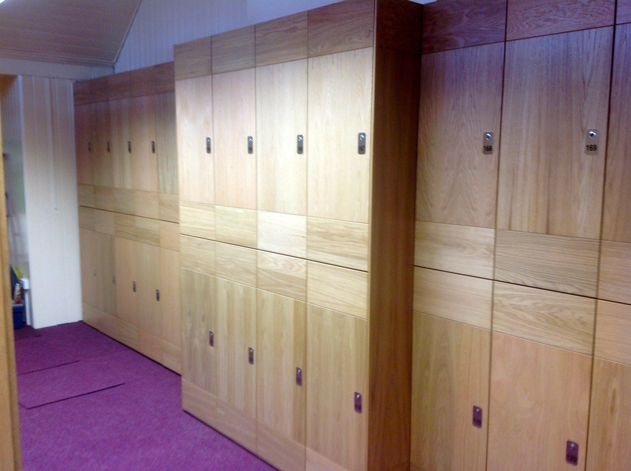 Full-wall cupboard