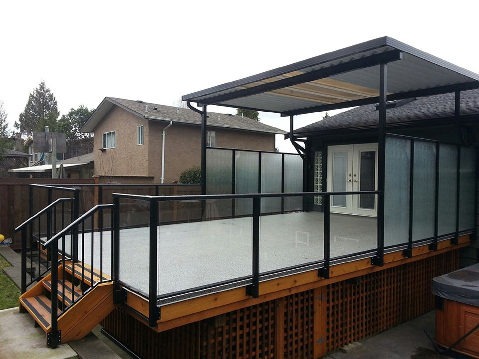 Patio covered created by professionals at SunRay Aluminum Railings