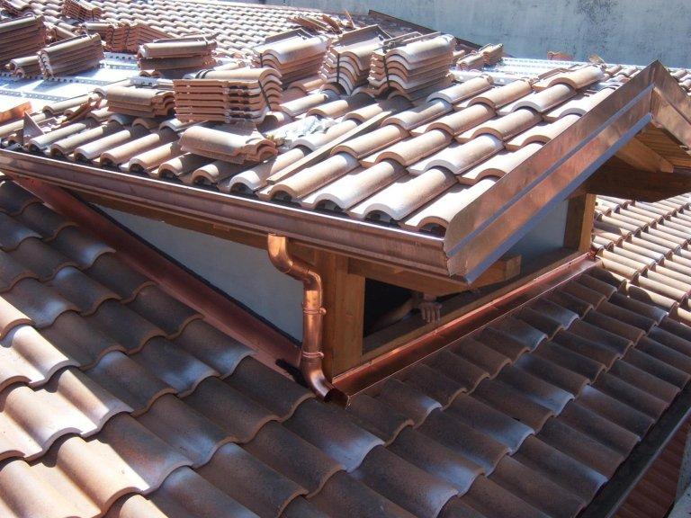 Realizziamo tutte le strutture in legno per la copertura del tetto.
