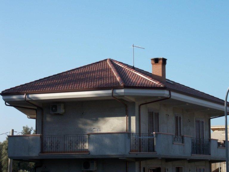 Il lavoro di posa del tetto ultimato